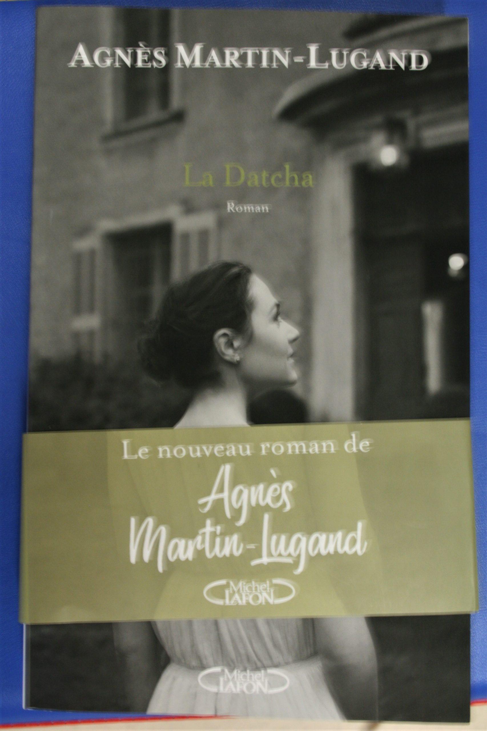"""La Datcha, le nouveau roman d'Agnès Martin-Lugand. """" L'homme venait de me déposer dans un décor de rêve, dont je n'aurais même pas soupçonné l'existence. ."""